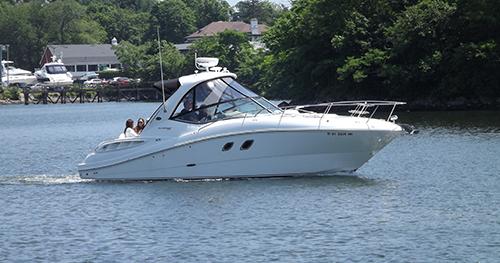 pleasure boat in no wake zone